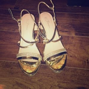Forever gold sandals, size 9W
